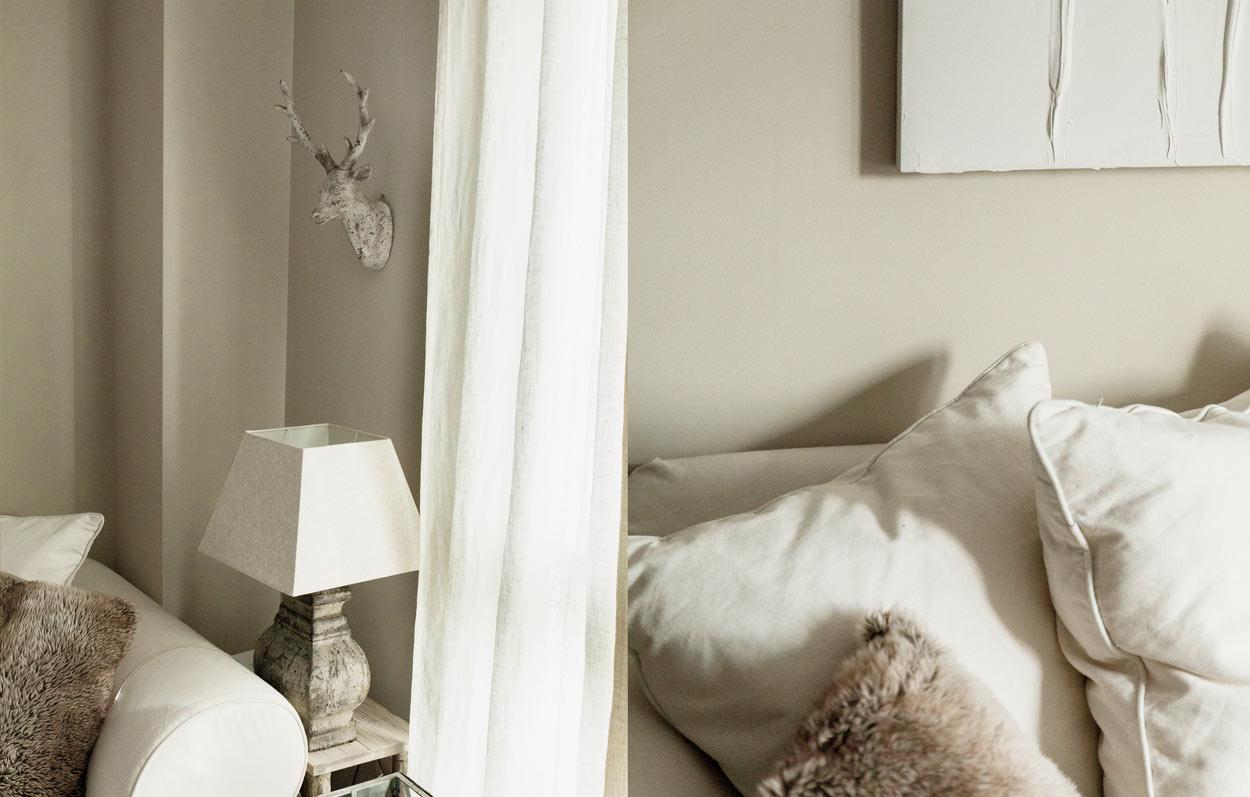 sofa y cortina